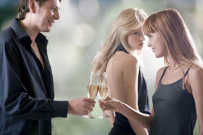 Tiểu tam thường hay cố tình câu dẫn sự chú ý của người yêu bạn